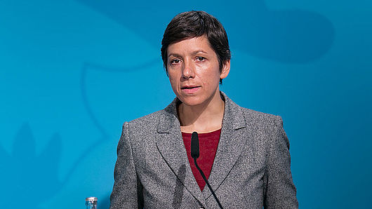 Julia Heesen am Redner:innenpult