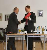 Herr Richard Huber, Amtschef der Akademie Amiens, und Herr Minister Christoph Matschie