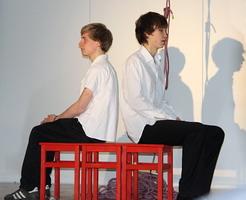 """Schüler der 11. Klasse des AbiBac-Zweigs des Humboldt-Gymnasiums Weimar bei der Aufführung von """"Pile ou face"""""""