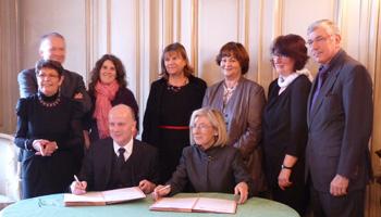 Unterzeichnung der erneuerten Gemeinsamen Erklärung am 6.12.2012 im Rektorat der Akademie Clermont-Ferrand, Staatssekretär Prof. Dr. Roland Merten mit Frau Rektorin Marie-Danièle Campion, Quelle: Akademie Clermont-Ferrand
